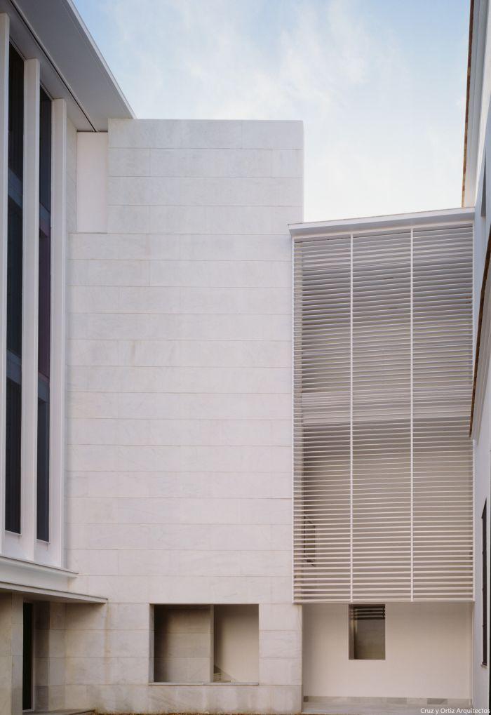 Cruz y ortiz arquitectos consejeria cultura sevilla design exterior oficinas patio celosia for Exterior oficinas