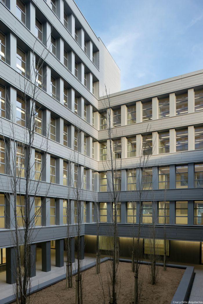 Cruz y ortiz arquitectos oficinas de la junta de for Oficina junta de andalucia